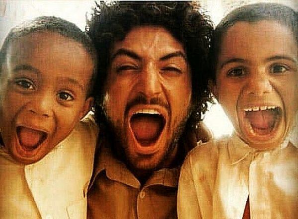 شادی اشکان خطیبی در کنار کودکان + عکس
