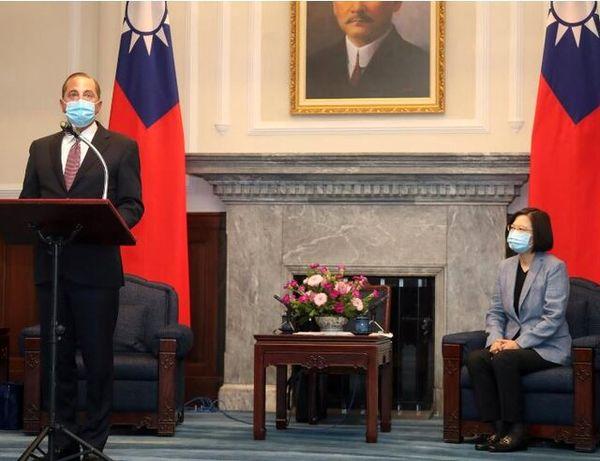 دیدار وزیر بهداشت آمریکا با رییس جمهوری تایوان