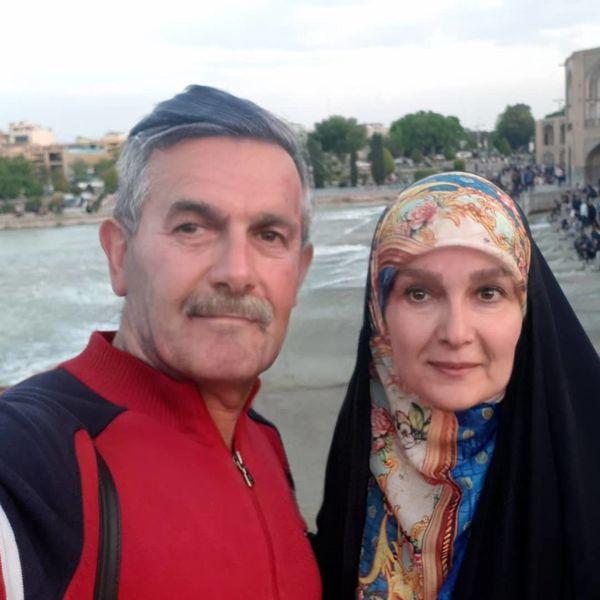 خانم مجری و همسرش سر پیری لب دریا+عکس