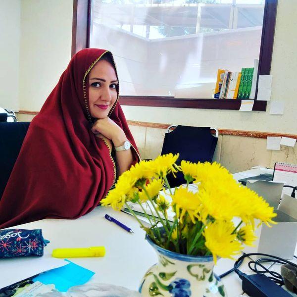 عکس خانم مجری سرمایی در محل کارش+عکس