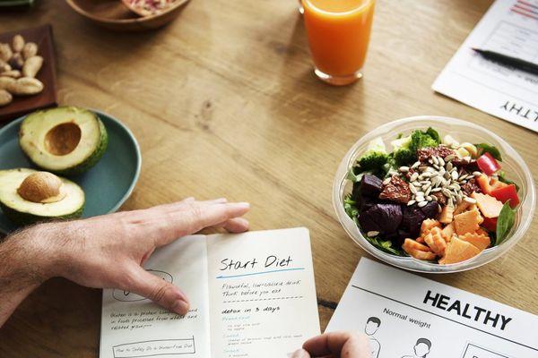 یک منوی سالم غذایی برای کاهش وزن باید اینگونه باشد