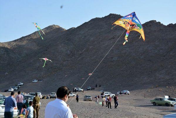 جشنواره بادبادکها در یزد برگزار شد