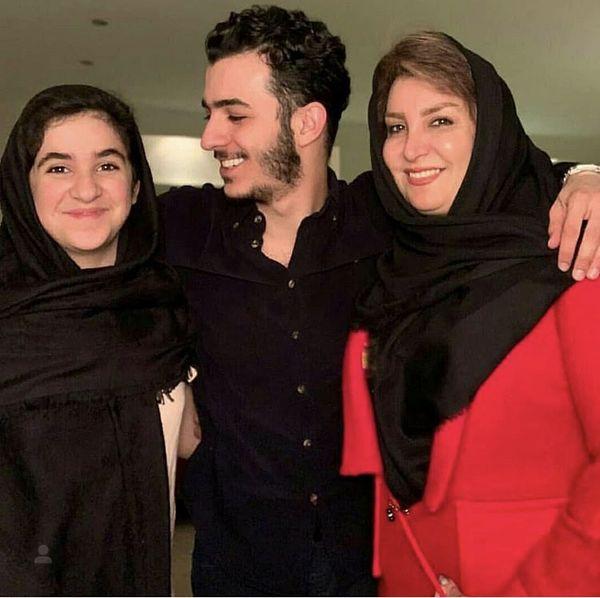 علی شادمان در کنار مادر و خواهرش + عکس
