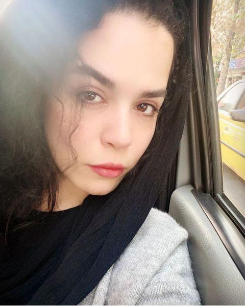 سلفی خانم بازیگر در ماشین + عکس