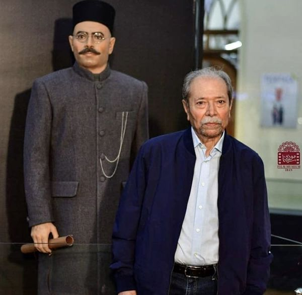 علی نصیریان و مجسمه اش + عکس
