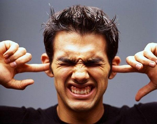 دلیل زنگ زدن گوش چیست؟