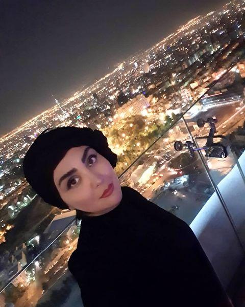 مریم معصومی با تیپ مشکی بر فراز تهران+عکس