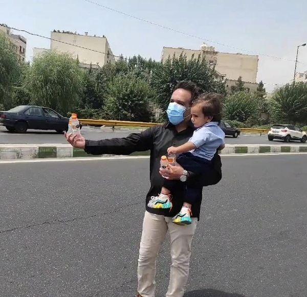 امیر کربلایی زاده و پسرش در خیابان + عکس