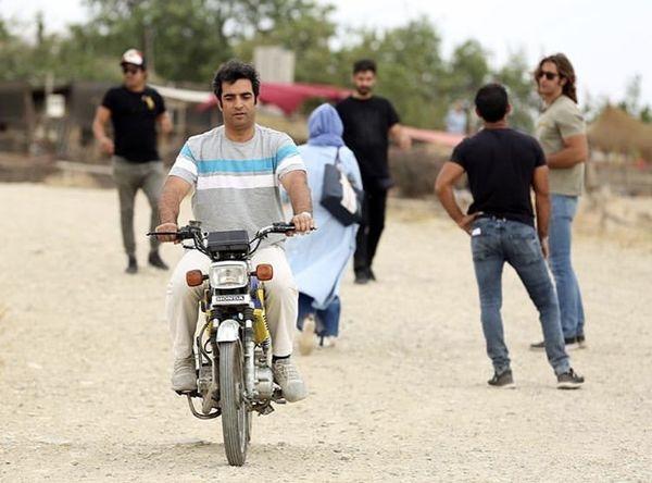 موتورسواری کارگردان مشهور + عکس