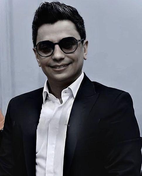 محسن ابراهیم زاده با تیپ کلاسیک + عکس