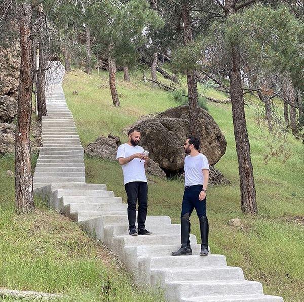 گشت و گذار نوید محمدزاده و صابر ابر در پارک جنگلی + عکس