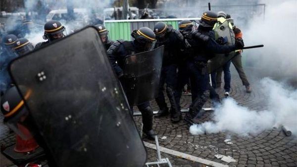 حمله تند ماکرون به معترضان: شرم کنید!