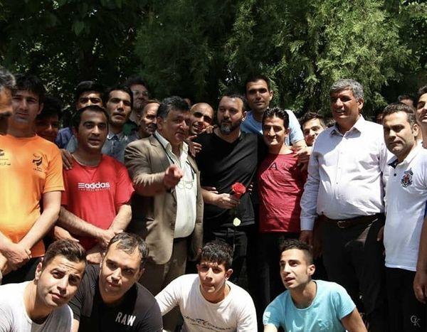 کامبیز دیرباز در جمع هوادارانش + عکس