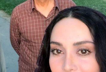 قدم زدن خانم بازیگر همراه با محمود پاک نیت در پارک+عکس
