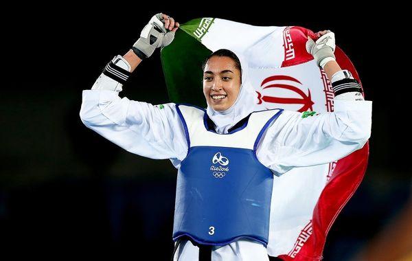 یک بانوی ایرانی پرچمدار ایران