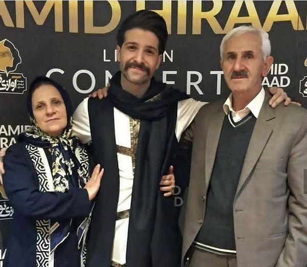حمید هیراد در کنار پدر ومادرش + عکس