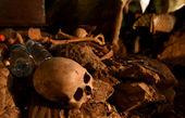 عزاداری و خاکسپاری عجیب +عکسها