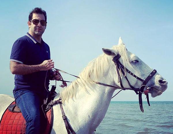 اسب سواری آقای مجری لب دریا+عکس