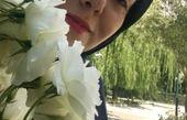 آزاده نامداری در میان گلها + عکس