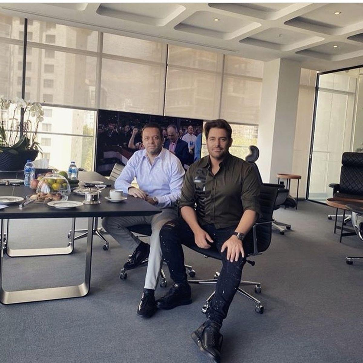 گلزار در محل کار دوستش + عکس