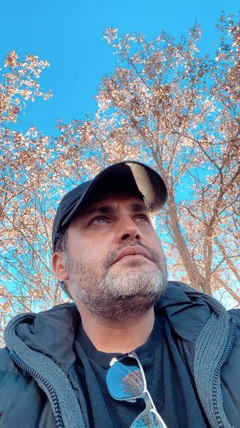 سلفی آقای بازیگر در یک روز آفتابی زمستانی + عکس