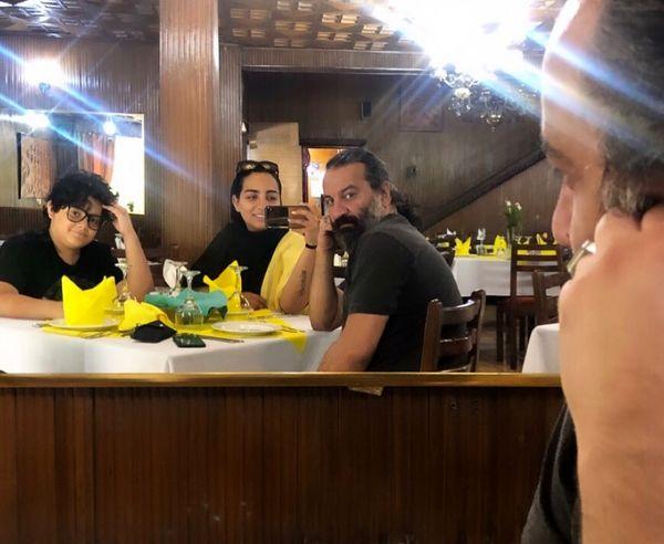 مهراب قاسمخانی و فرزندانش در رستوران+عکس