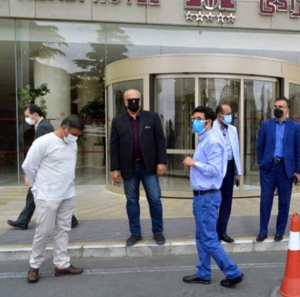 حضور بهمن دان در جلور در یک بیمارستان خصوصی + عکس