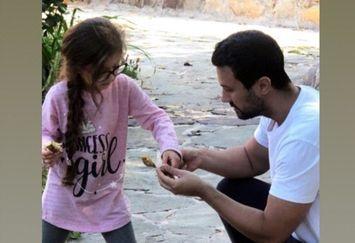 بازی شاهرخ استخری با دختر نازش در طبیعت+عکس