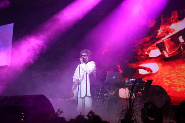 اشک اعضای «کاکوبند» در کنسرت شان در آمد