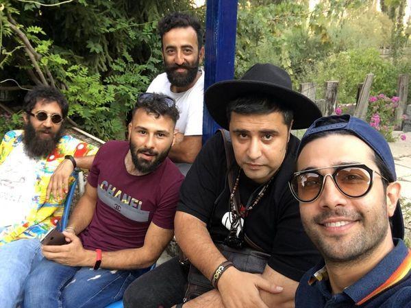 گردش حسین مهری با دوستانش در پارک + عکس