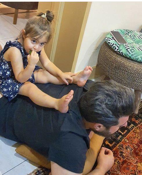 محسن کیایی و دخترش در خانه شان + عکس