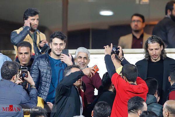 حضور مجری مشهور در استادیوم + عکس