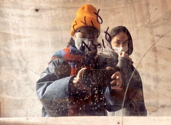 هانیه توسلی و دوستش در آینه + عکس
