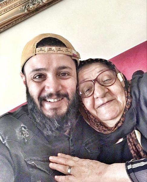 حال خوب مهران رنجبر در کنار مادرش + عکس