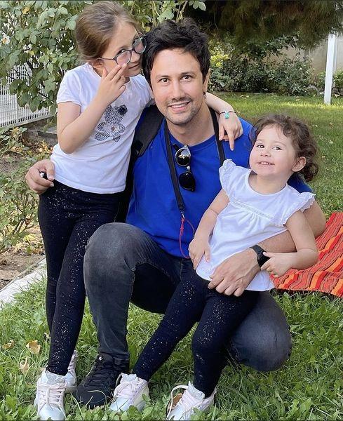 شاهرخ استخری و دخترانش در پارک + عکس