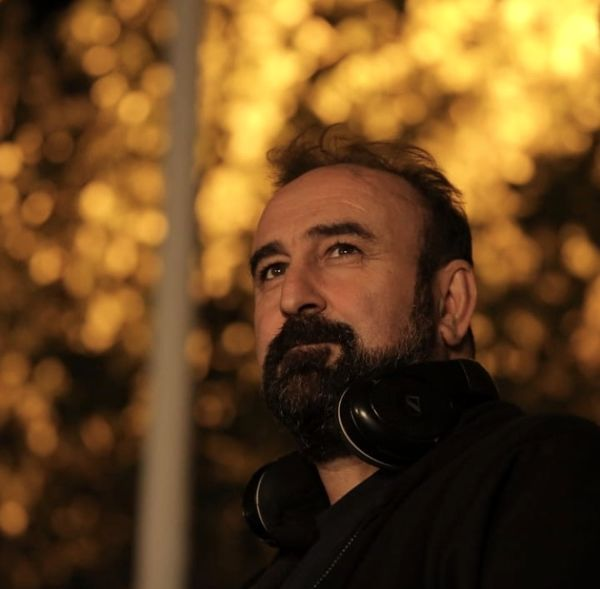 نگاه پر معنای مهران احمدی + عکس