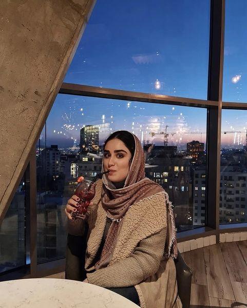 کافه گردی های هانیه غلامی + عکس