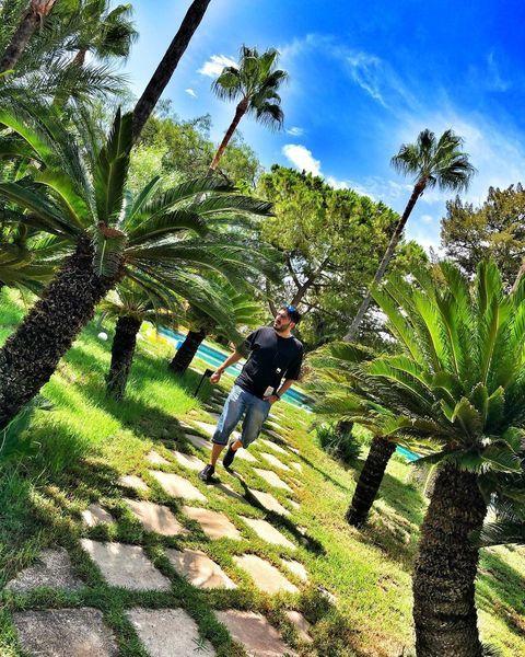 قدم زدن نیما شاهرخ شاهی در پارک های اسپانیا + عکس