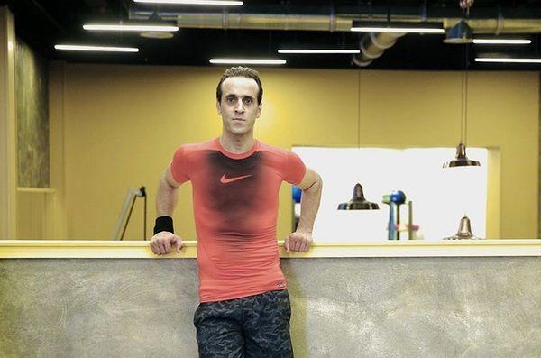 علی کریمی در باشگاه ورزشی + عکس
