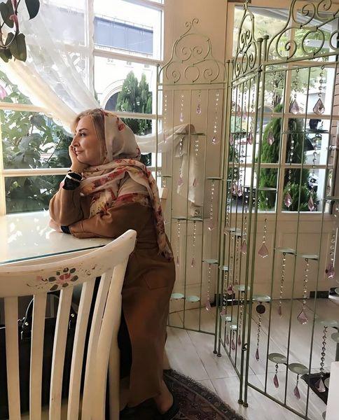خلوت تنهایی مرجانه گلچین + عکس