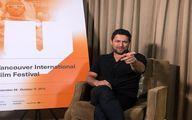 حامد بهداد در حال مصاحبه + عکس