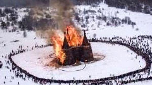سوزاندن قلعه کرونایی در اختتامیه جشنواره زمستانی در روسیه+ فیلم