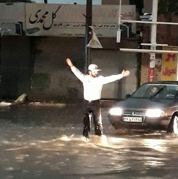 افسر پلیس ایلامی که با یک تصویر جهانی شد! +عکس