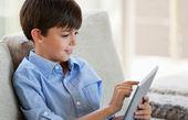 چگونه جلوی آسیبهای فضای مجازی برای نوجوانان را بگیریم؟