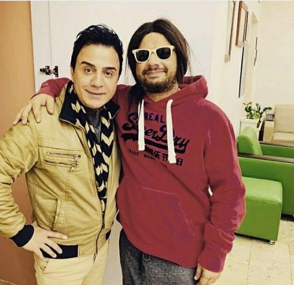 تیپ عجیب علی صادقی در کنار مجری محبوب /عکس