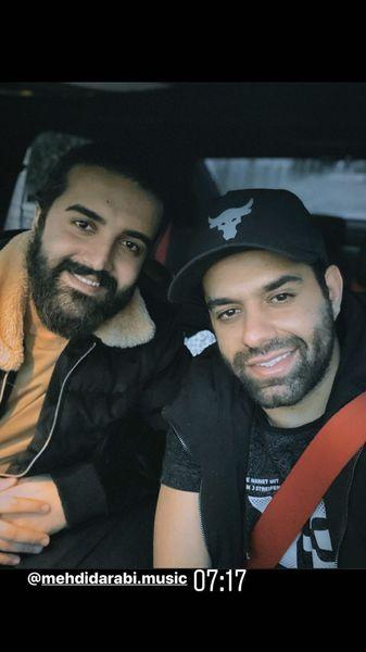 سلفی سر صبحی رضا بهرام و دوستش در ماشین + عکس