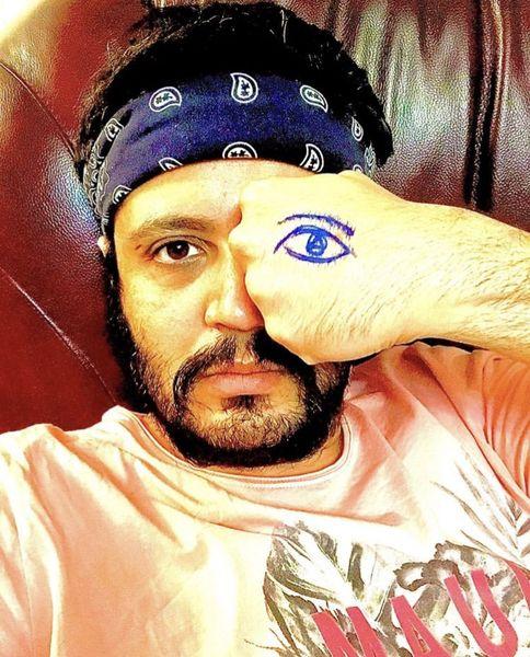 بازیگری که چشم مصنوعی ساخت + عکس
