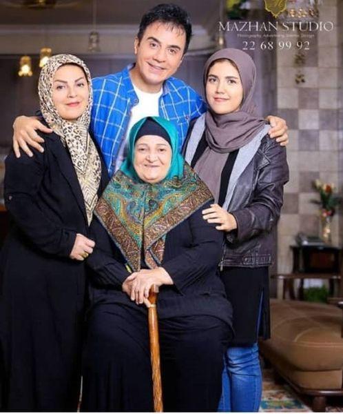 عمو پورنگ در کنار مادر و خواهرانش + عکس