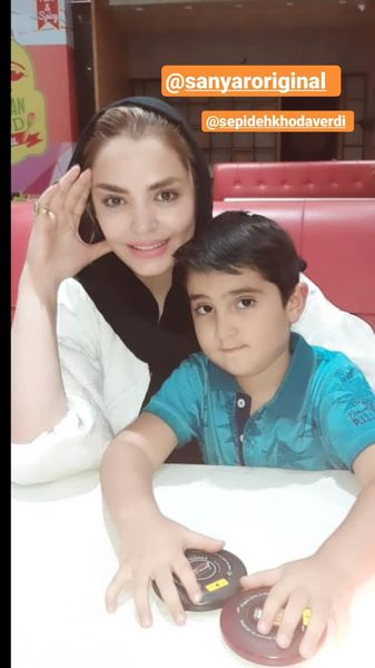 سپیده خداوردی و پسرش در رستوران + عکس