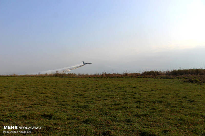 هواپیمای آتش نشان ایلوشین به کمک تالاب انزلی آمد